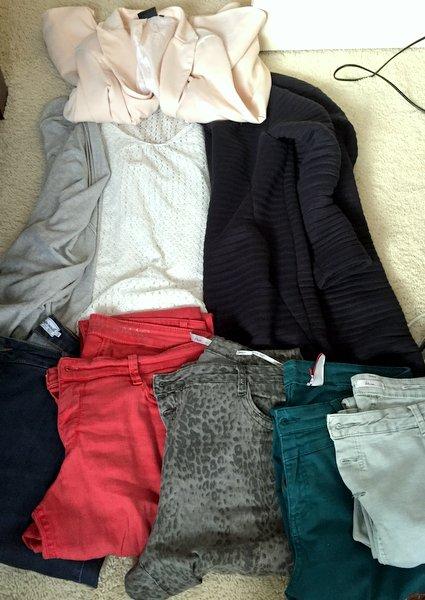 1 Top, 5 broeken, 2 vesten en 1 blazer duurzaam minimale garderobe