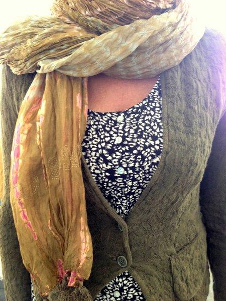 prints combineren legergroen vest shawl
