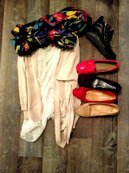 roze vest top bloemenshawl rode schoenen basis outfit