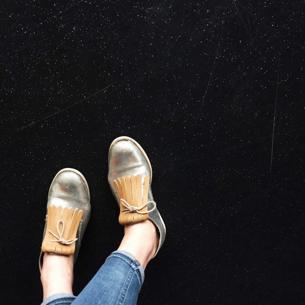 nieuwe schoenen accessoire pins trend schoenen veterschoenen fringes leer nieuw