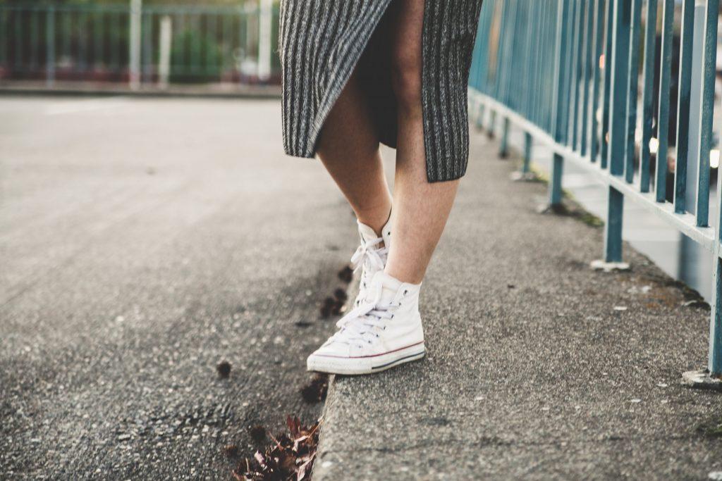 sneakers rokje